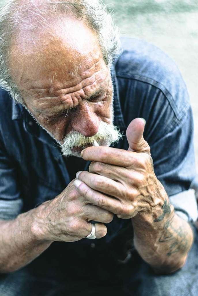 retrato vagabundo fumando